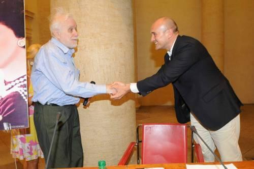 Addio a  Luciano De Crescenzo, a 91 anni si spegne il celebre rappresentante della cultura italiana 8