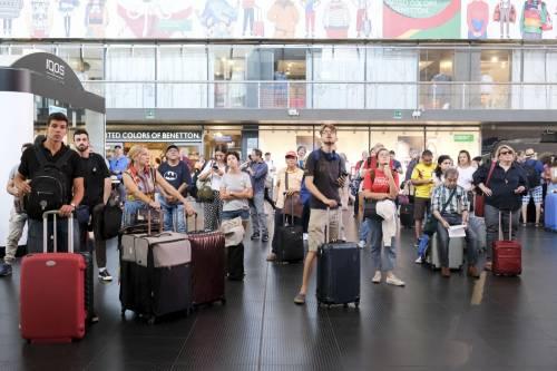 Attese e disagi alla stazione di Roma Termini a causa dell'incendio di Firenze 2