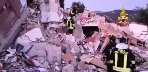 Isola d'Elba, esplosione fa crollare palazzina: morti marito e moglie