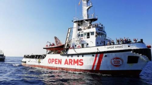 Open Arms, si sblocca la situazione: Spagna offre porto sicuro. Ma la ong: