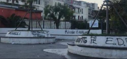 Svastiche e scritte razziste nel parco giochi di Ercolano