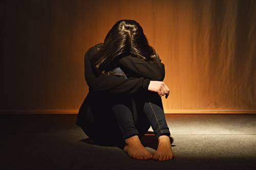 Foggia, arrestato bulgaro: minaccia figlia convivente per violentarla