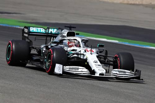 Formula Uno, Hamilton in pole ad Hockenheim. Disastro Ferrari