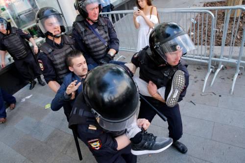 Mosca, 638 manifestanti anti Putin sono stati arrestati 3