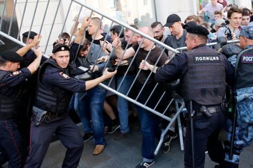 Mosca, 638 manifestanti anti Putin sono stati arrestati 4
