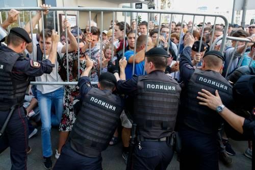 Mosca, 638 manifestanti anti Putin sono stati arrestati 5