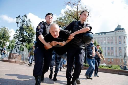 Mosca, 638 manifestanti anti Putin sono stati arrestati 7