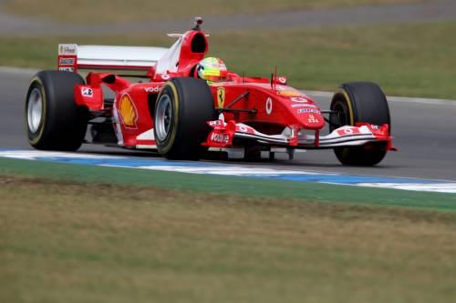 Mick Schumacher sulla Ferrari del papà: le foto più belle 12