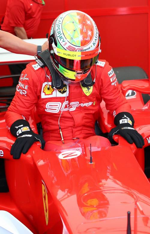 Mick Schumacher sulla Ferrari del papà: le foto più belle 4