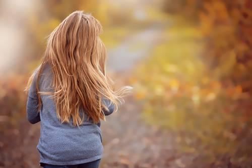 Abusava sessualmente della cugina minorenne: a processo 25enne