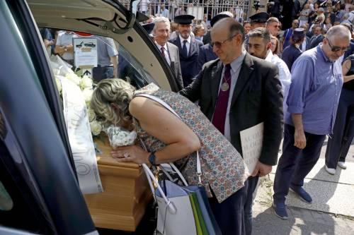 Carabiniere ucciso a coltellate, mille persone per l'ultimo saluto 3