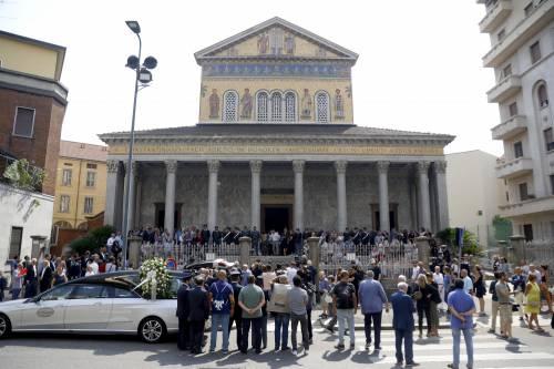 Carabiniere ucciso a coltellate, mille persone per l'ultimo saluto 5
