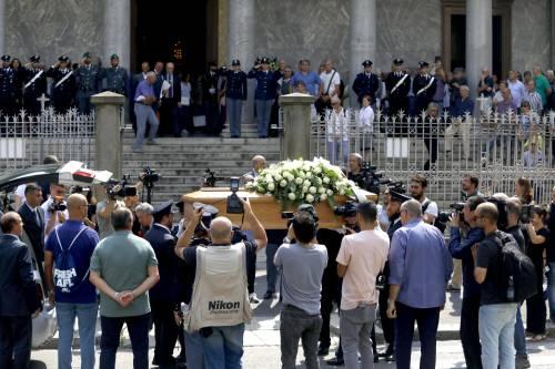 Carabiniere ucciso a coltellate, mille persone per l'ultimo saluto 6