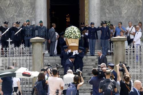 Carabiniere ucciso a coltellate, mille persone per l'ultimo saluto 7