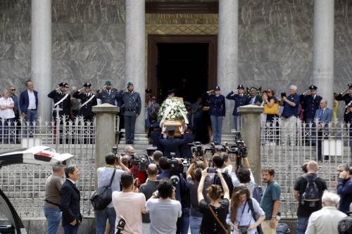 Carabiniere ucciso a coltellate, mille persone per l'ultimo saluto 2