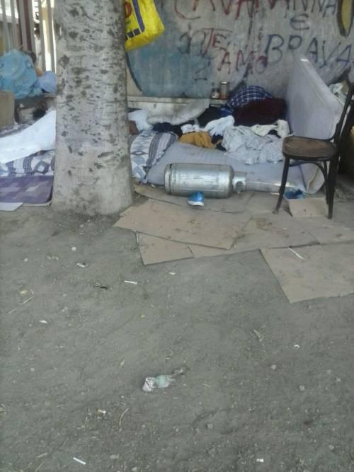 Napoli, sgomberati i senzatetto accampati davanti all'ospedale Loreto Mare 2