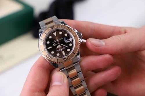 Rom ruba un Rolex (falso) ad un esperto nel riconoscimento delle persone
