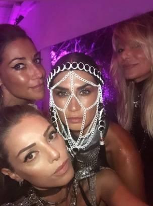 Melissa Satta versione festish, le foto social del suo look bollente  4