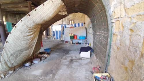 Sciacalli e senzatetto: così Napoli abbandona i suoi beni 1