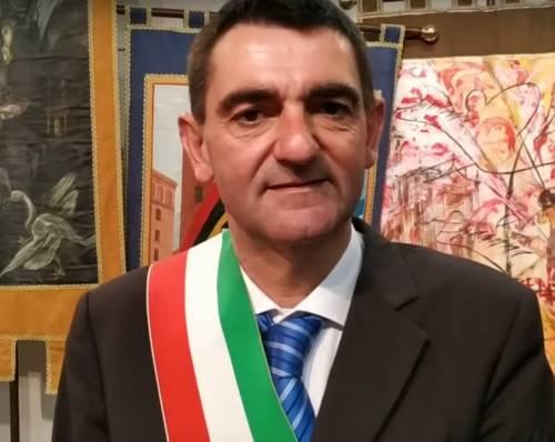 Fossano, rom usano fontana per lavarsi: sindaco costretto a chiuderla