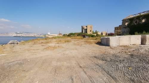 Napoli, la ex Corradini ridotta a macerie 3