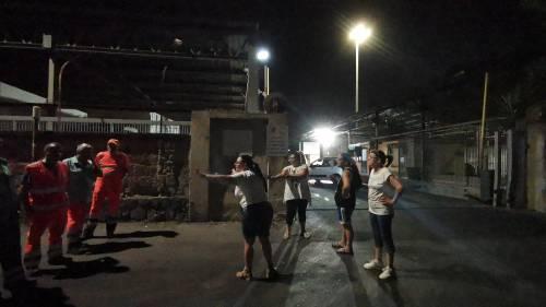 Napoli, donne di nuovo in strada contro il sito di stoccaggio dei rifiuti 7