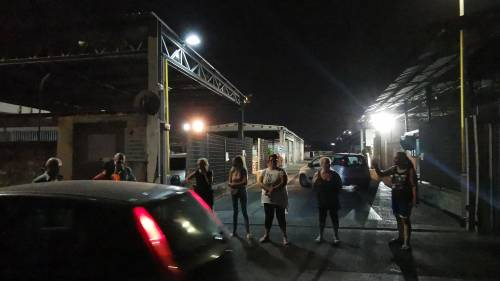 Napoli, donne di nuovo in strada contro il sito di stoccaggio dei rifiuti 8