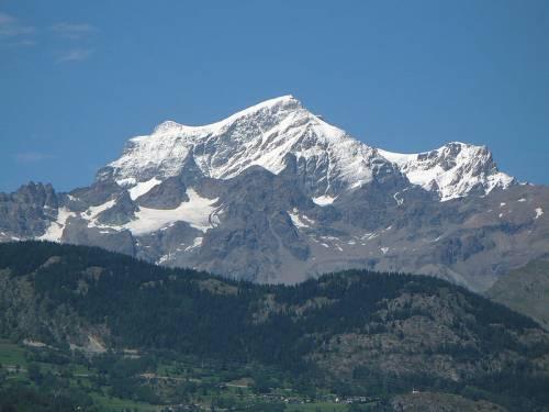 Alpinista e guida italiani morti per scarica di sassi sul Grand Combin