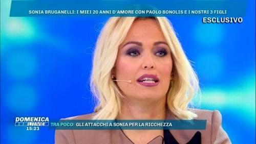 """Il brutale attacco a Sonia Bruganelli: """"Speriamo non diventi come i tuoi figli"""""""