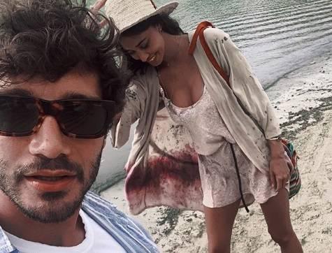 """Belen Rodriguez pazza d'amore per De Martino: """"Manchi come l'aria"""""""