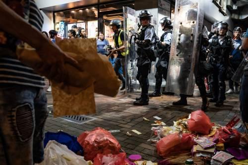Hong Kong, nuovi scontri in piazza: sale la tensione 2