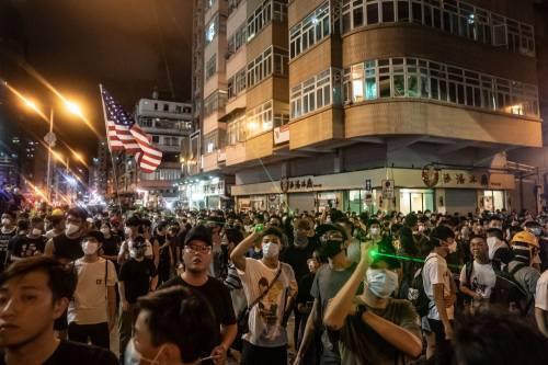 Hong Kong, nuovi scontri in piazza: sale la tensione 4
