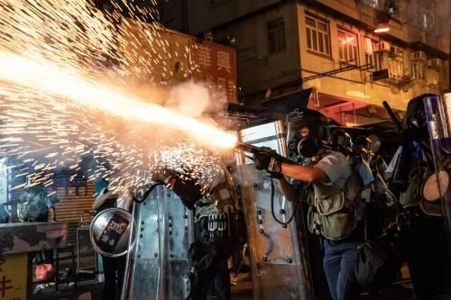 Hong Kong, nuovi scontri in piazza: sale la tensione 7