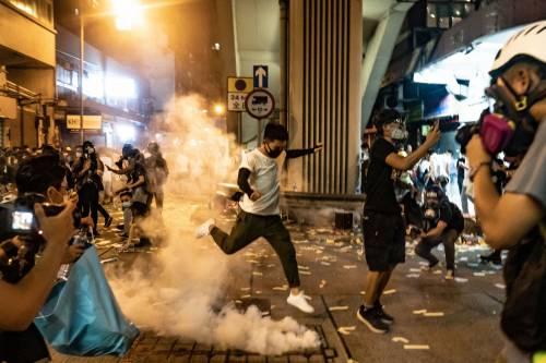 Hong Kong, nuovi scontri in piazza: sale la tensione 8