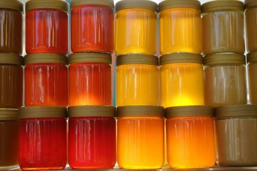 Salerno, sequestrati 7mila vasetti di miele con etichette false