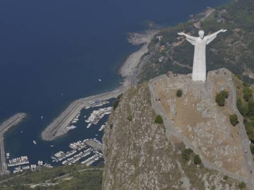 Maratea, liquami in mare: stop ai bagni