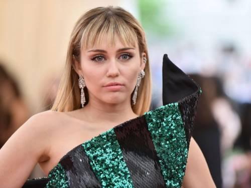 """Miley Cyrus replica alle accuse: """"Il mio matrimonio non è finito a causa dei tradimenti"""""""