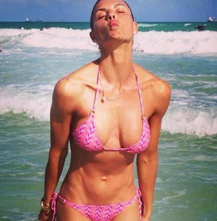 Martina Colombari a 44 anni mostra un fisico perfetto