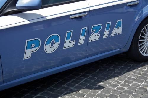 Scappa dalla polizia con 10 migranti a bordo, ricercato passeur a Trieste