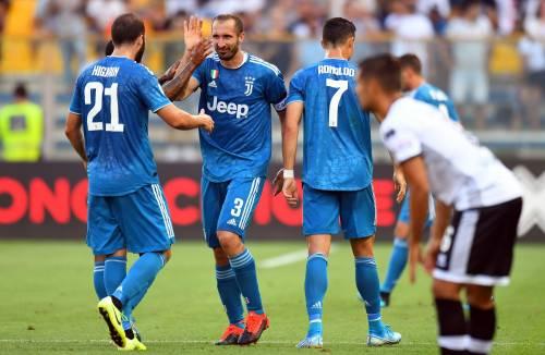 Juventus, la solita fatica. Applausi solo per Chiellini