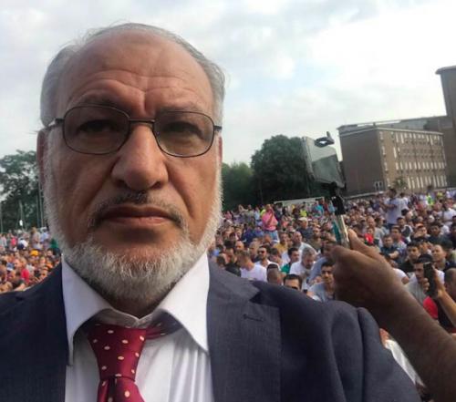"""L'imam sgrida Salvini: """"Basta baciare il rosario"""""""