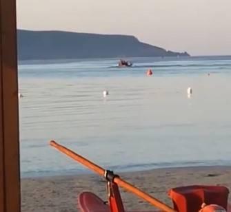 Sardegna, clandestini sbarcano col barchino e vanno a fare colazione al bar