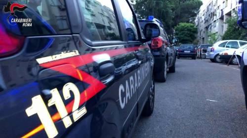 Roma, spaccia crack in casa mentre è ai domiciliari con braccialetto elettronico