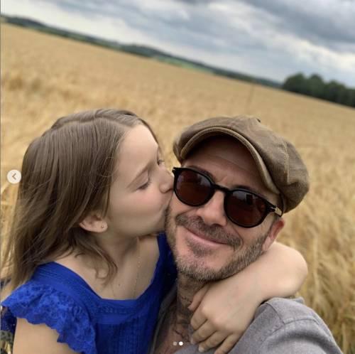 """Vacanze al """"bacio"""" per i Beckham che dopo l'Italia volano in Francia da Elton John"""