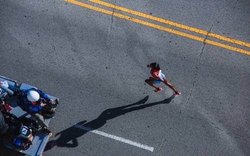 Gara di triathlon, guidatrice investe un organizzatore. Aveva fretta