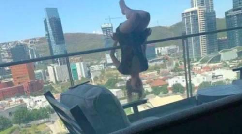 Cade dal balcone mentre fa yoga: 23enne si rompe 110 ossa