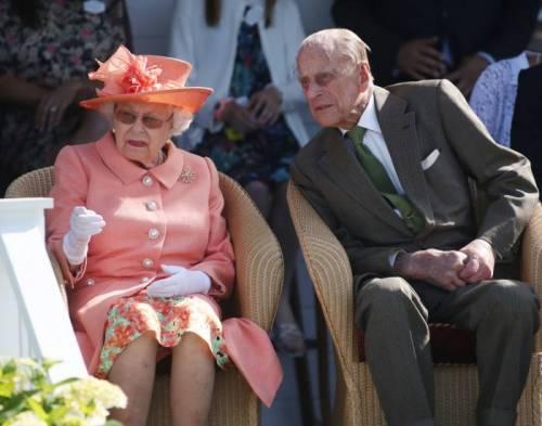 Regina Elisabetta II, stile senza tempo in foto 2