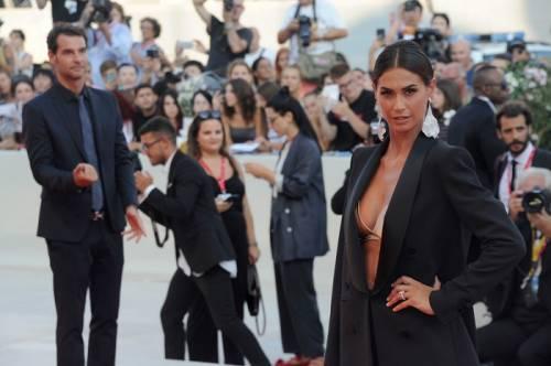 Melissa Satta bomba sexy sul red carpet di Venezia 2