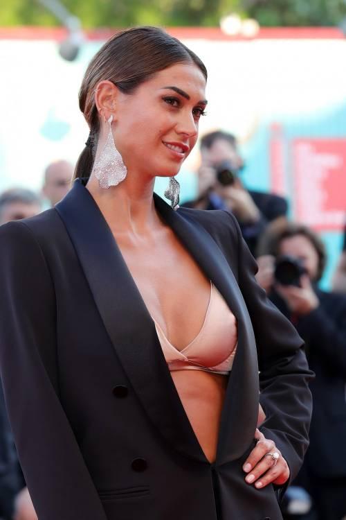 Melissa Satta bomba sexy sul red carpet di Venezia 4