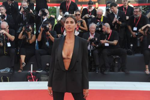 Melissa Satta bomba sexy sul red carpet di Venezia 5
